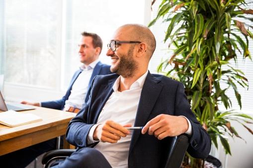 Jon van Rooijen (links), adviseur bij Thaesis en Ricardo Uijen (rechts), partner bij Thaesis